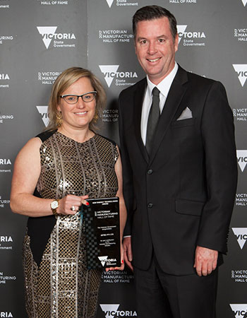 Setec Managing Director, Louise Bayliss, accepts the award for excellence in the New Energy Technologies sector from the Minister for Industry and Employment, Wade Noonan